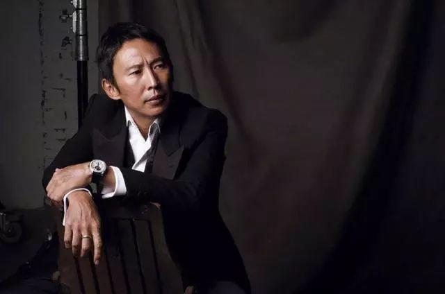 52岁导演钮承泽被曝性侵,事后求饶不要告,受害人与好友大哭