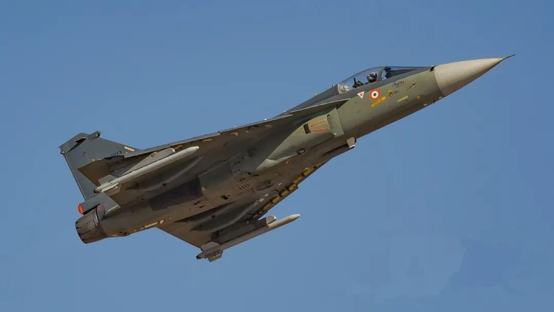 光辉战机创造世界纪录,比歼10贵4000万美元,印度军