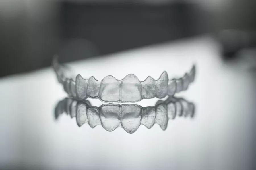 矫正牙齿不痛苦不麻烦,多亏这个高科技