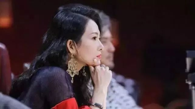 不满章子怡参加综艺节目,觉得她跟综艺咖混太掉价了,粉丝闹脱粉