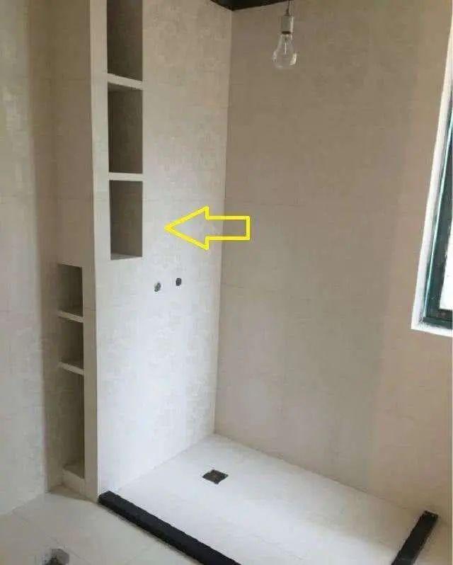 我家卫生间小到柜子放不下,老公用30公分解决收纳问